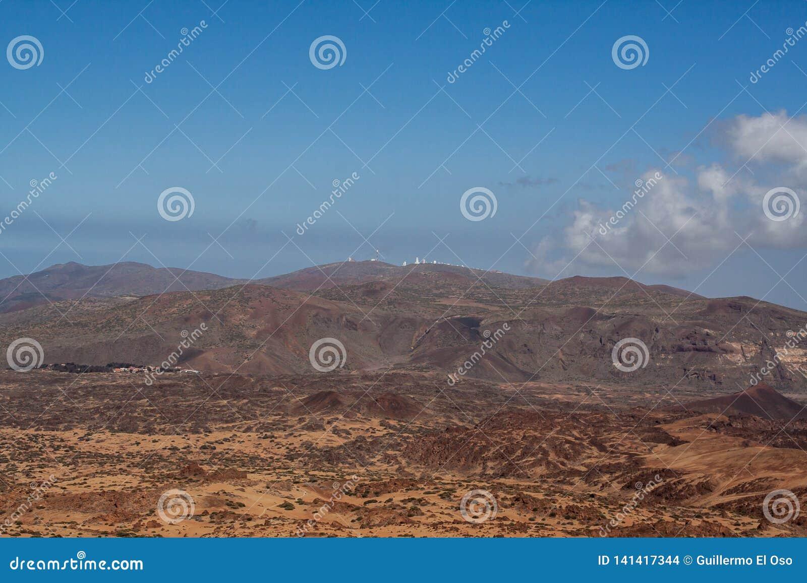Vista distante da montanha por tenerife