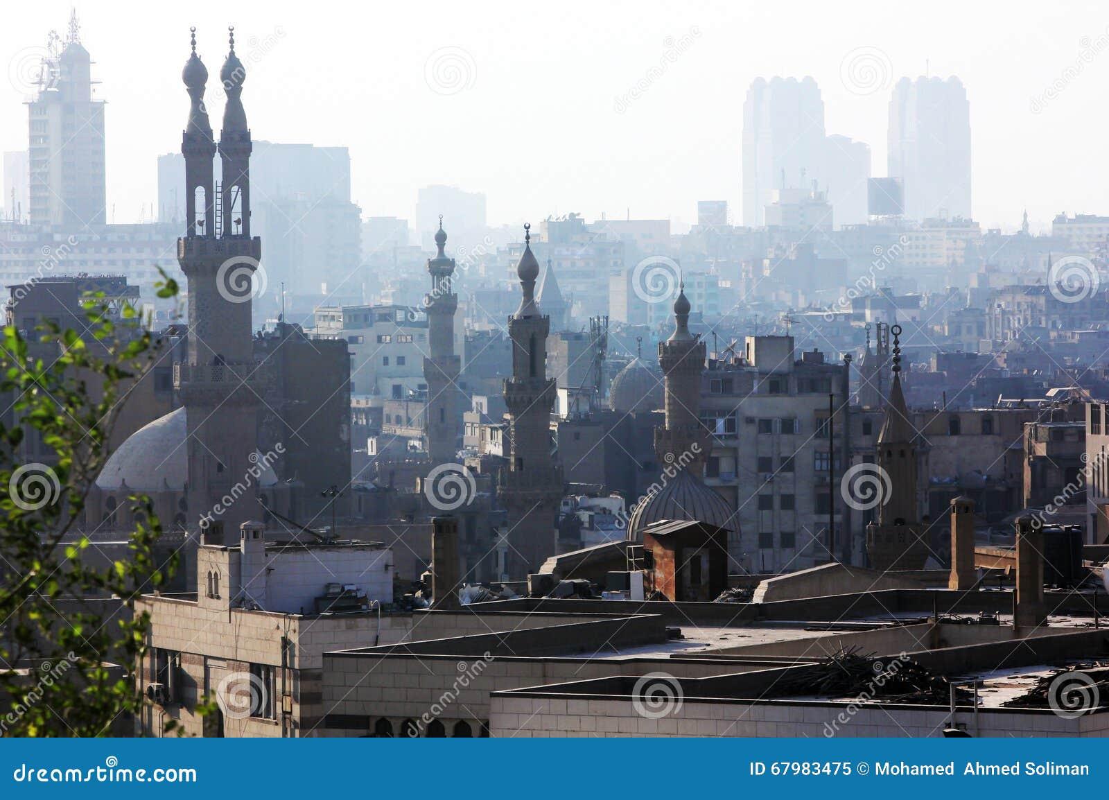 Vista do Cairo com as mesquitas em Egito em África