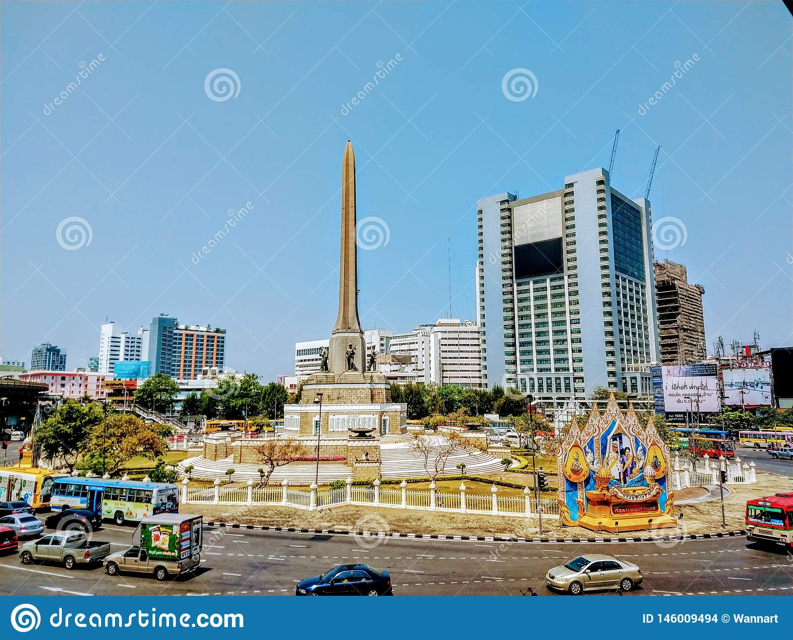 Vista do monumento e da rua da vitória em Banguecoque Tailândia