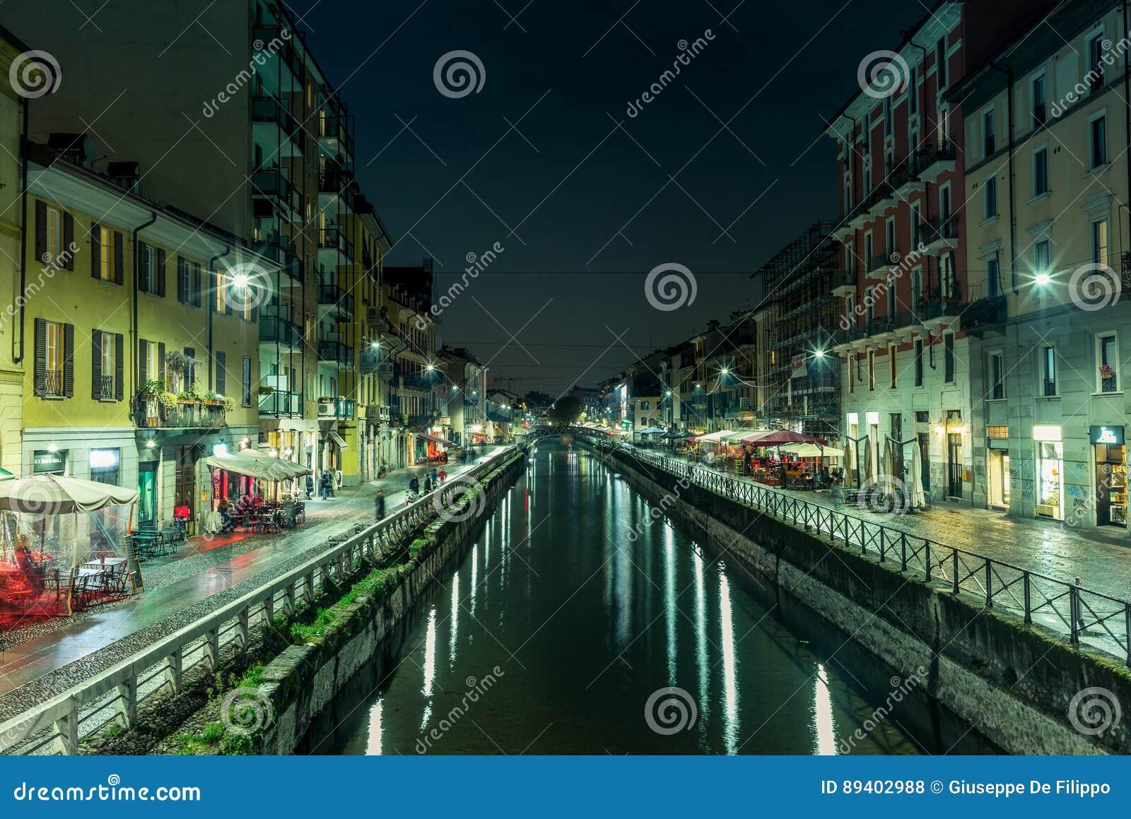 Vista do Naviglio grandioso em Milão na noite - 3