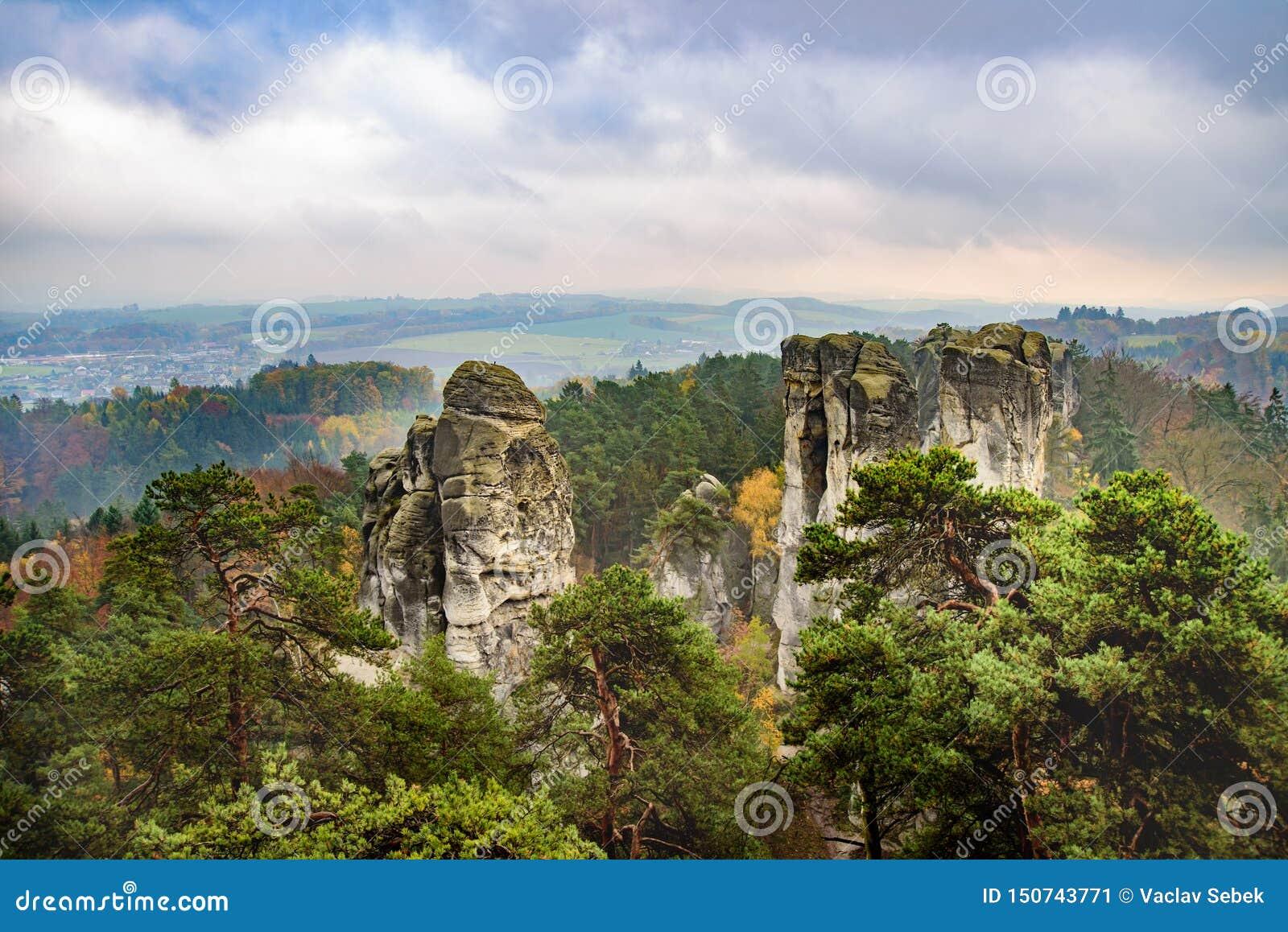 Vista do paraíso checo ou boêmio cesky do raj - - Boêmia - república checa
