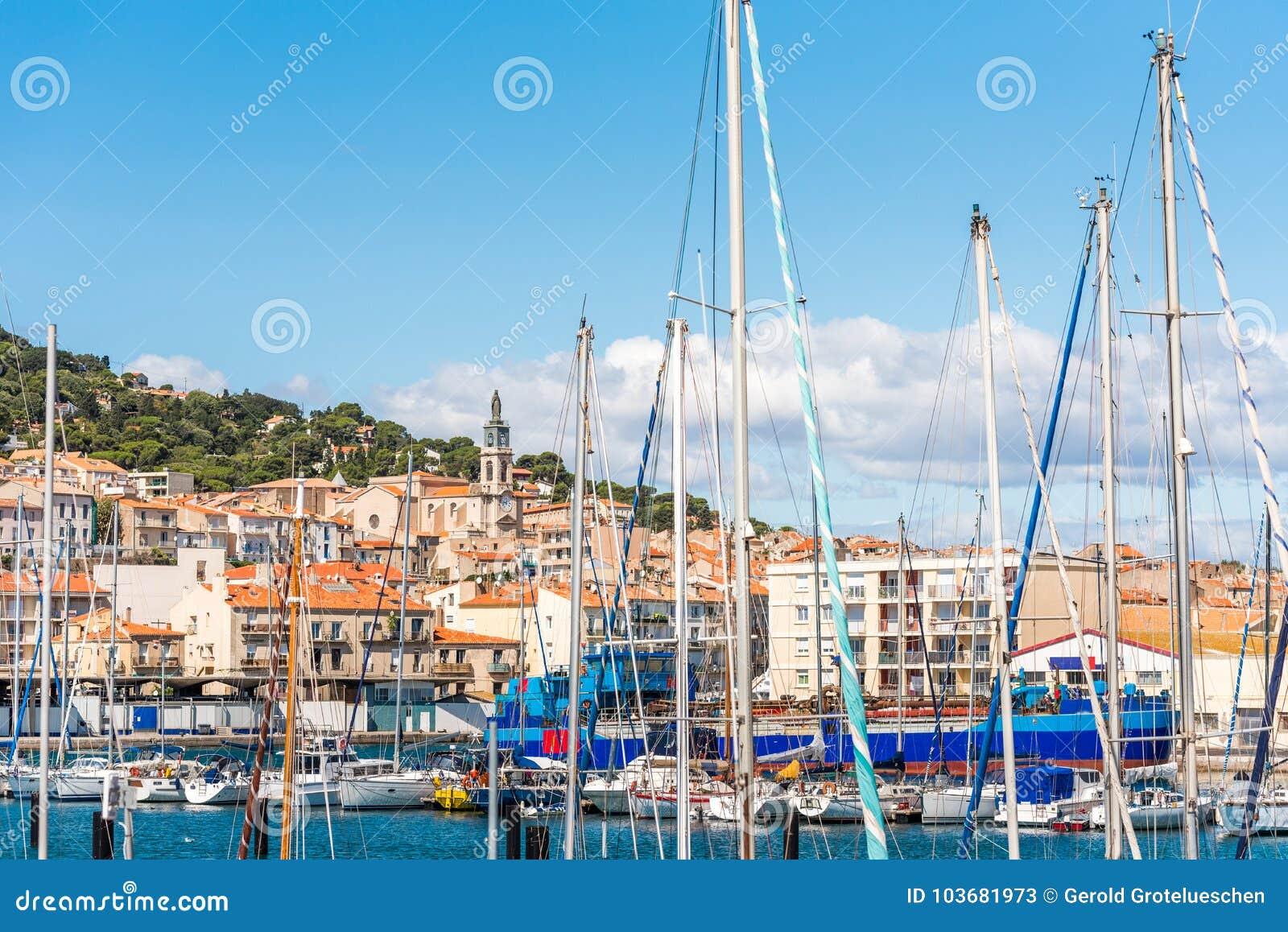 Vista do porto com iate, Sete, França Close-up