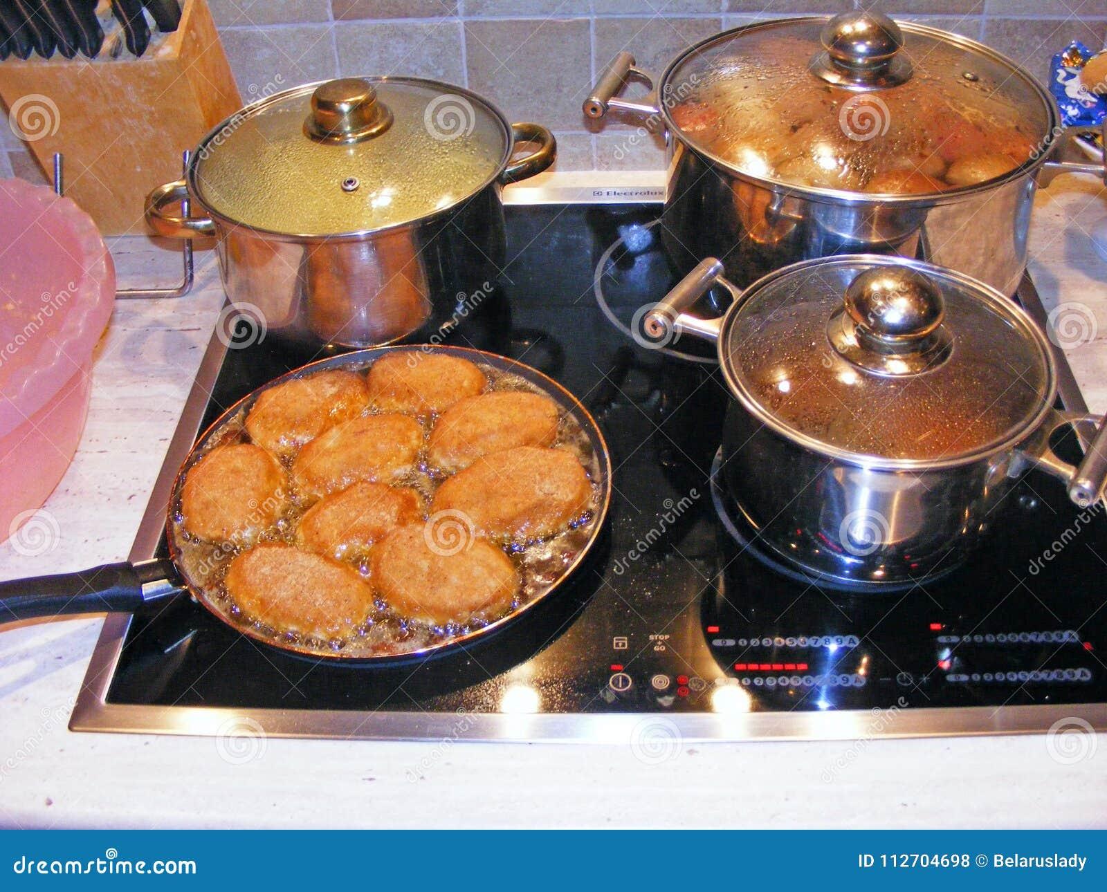 A vista do potenciômetro encheu pronto para ser cozinhado
