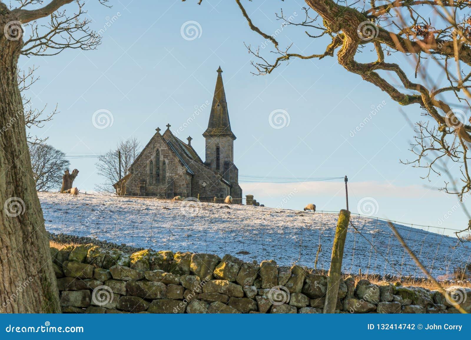 Vista do reservatório de Fewston para St Andrews Church, Blubberhouses, North Yorkshire