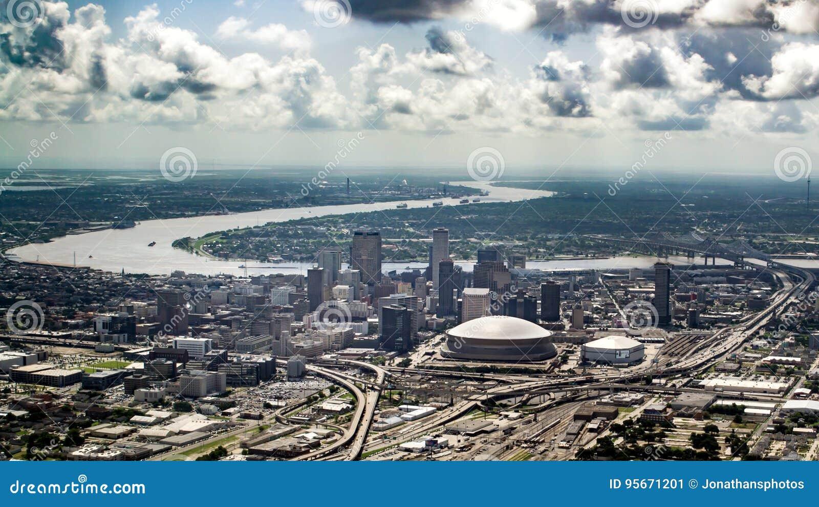 Vista do rio Mississípi e do centro aéreos, Nova Orleães, Louisiana