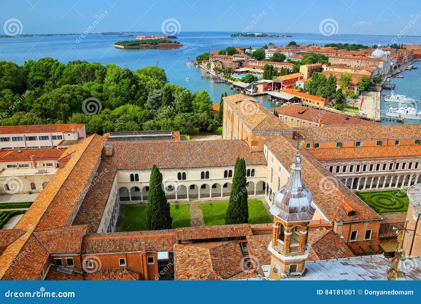 Vista dos pátios de San Giorgio Monastery e de Giudecca isl