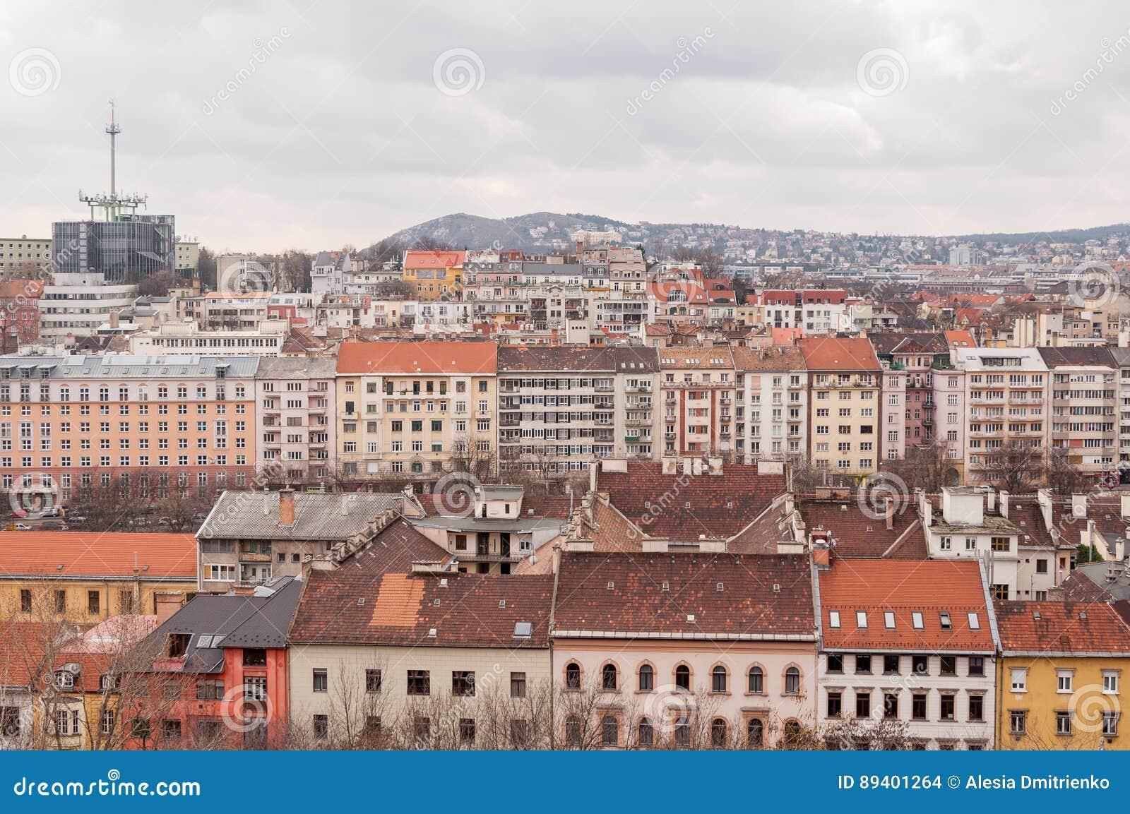 Vista dos telhados das casas em Budapest