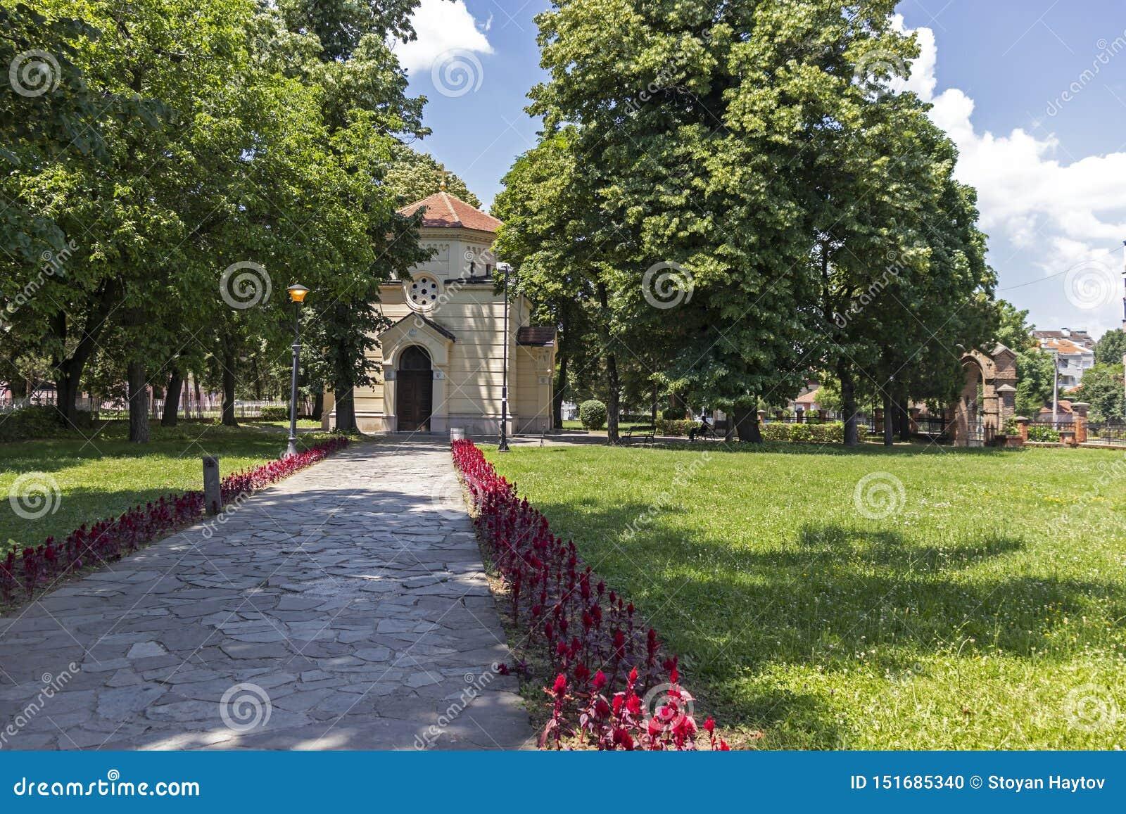Vista esterna della torre Cele Kula del cranio - costruito dai 3000 crani dei guerrieri serbi morti a poppa