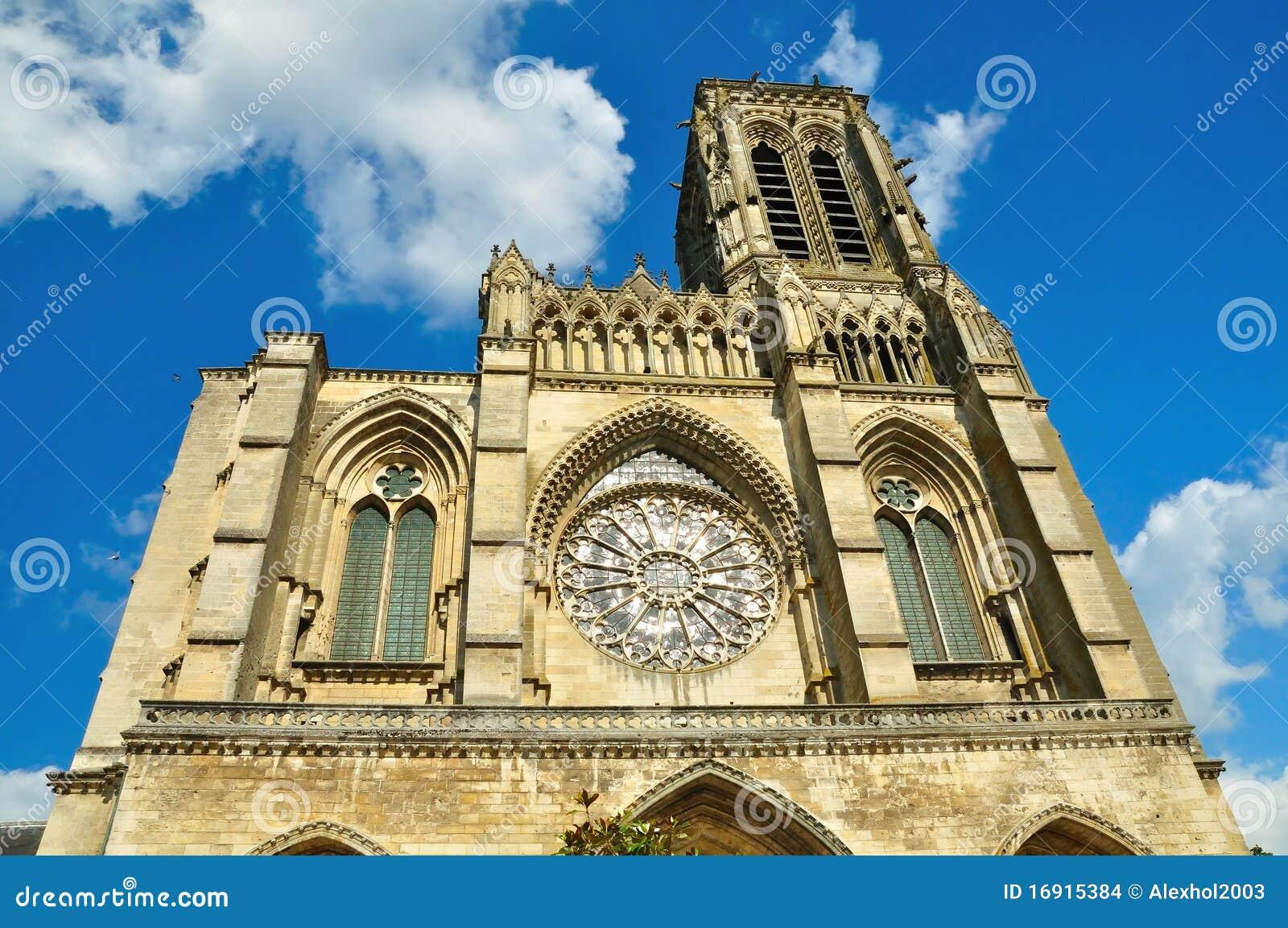 vista frontale della cattedrale di soissons immagini stock immagine 16915384. Black Bedroom Furniture Sets. Home Design Ideas