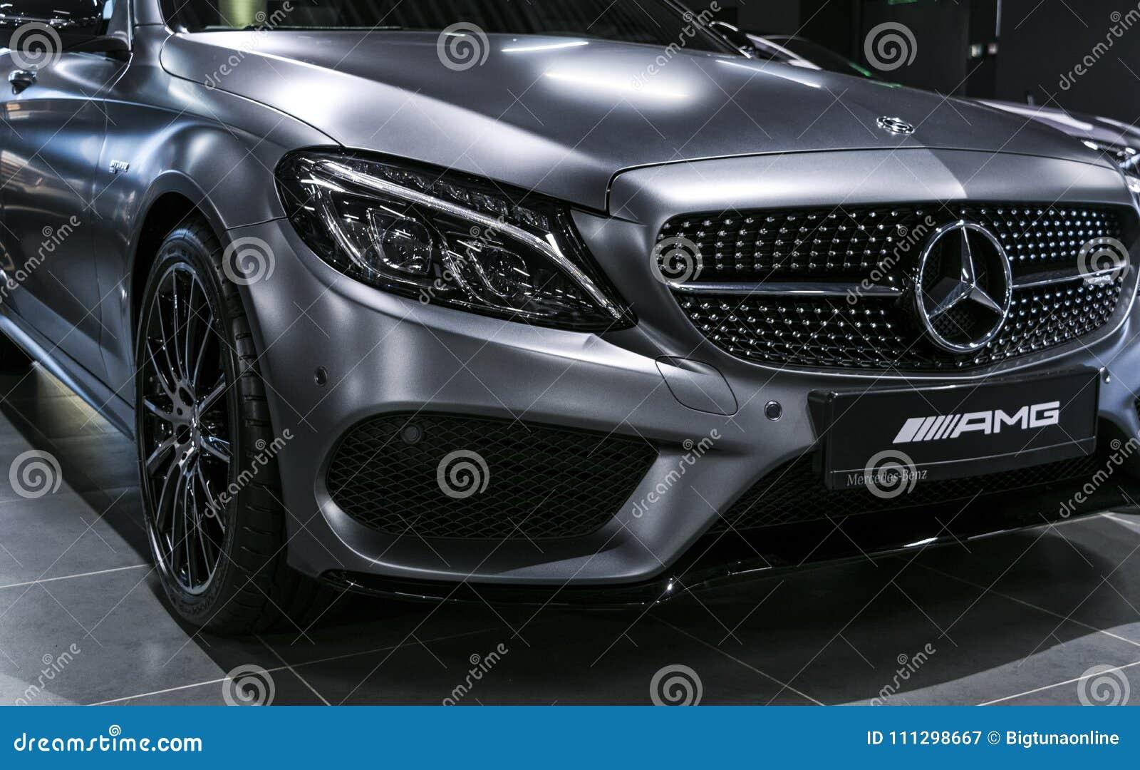 Vista frontale di Mercedes Benz C 43 AMG V8 Bi-Turbo 4Matic 2018 faro Dettagli di esterno dell automobile