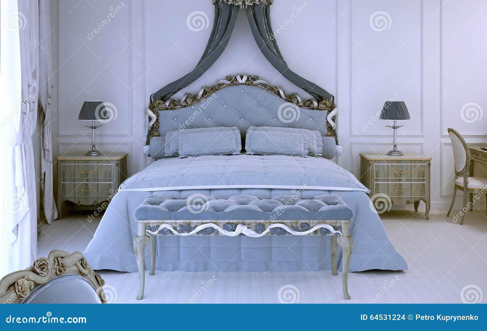 Letti Matrimoniali Di Lusso : Vista frontale su letto matrimoniale di lusso fotografia stock