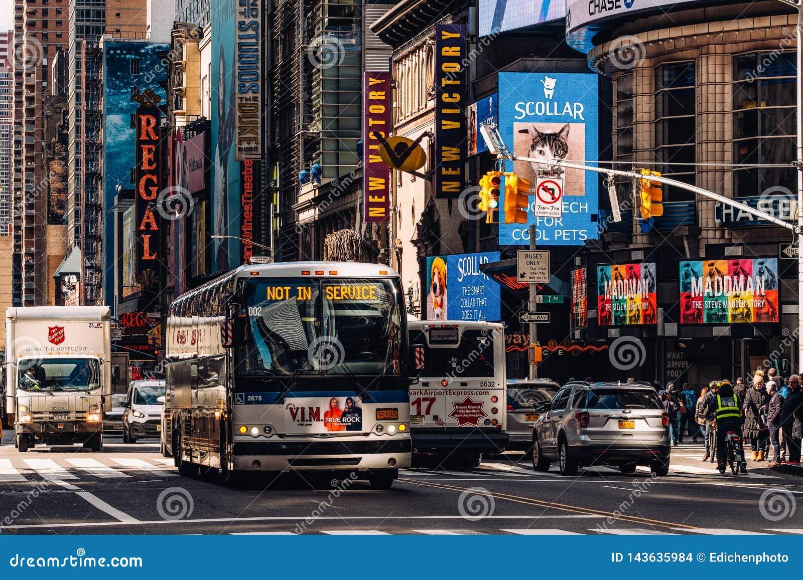 Vista general del 42.o Times Square de la calle en Midtown Manhattan New York City