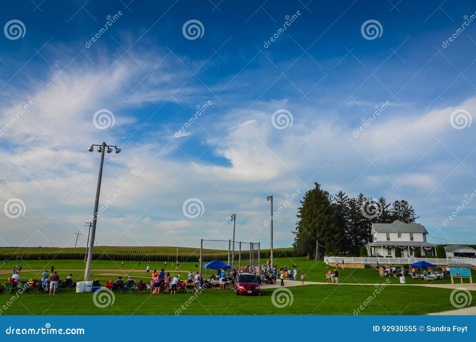 Vista grandangolare del campo del sito di film di sogni - Dyersville, Iowa