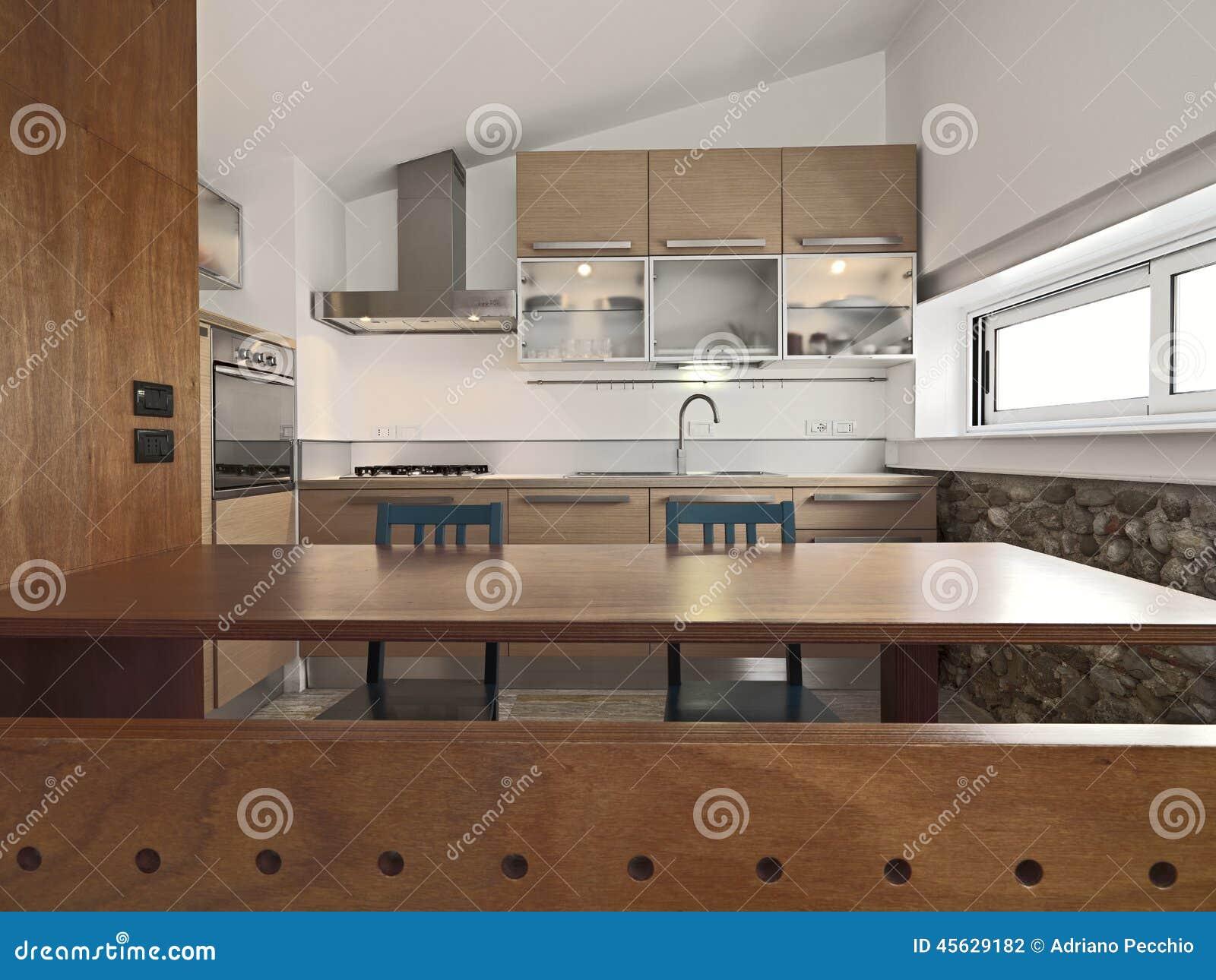 Vista interior de una cocina moderna de madera foto de for Interior cocinas modernas