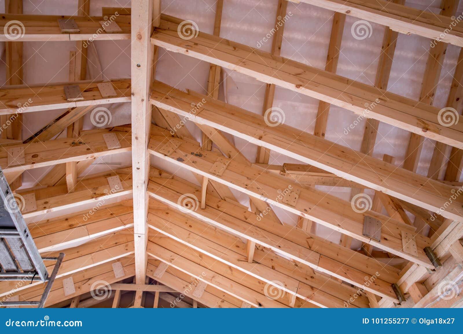 Vista interior de una estructura de tejado de madera imagen de archivo imagen de edificio - Estructuras de madera para tejados ...