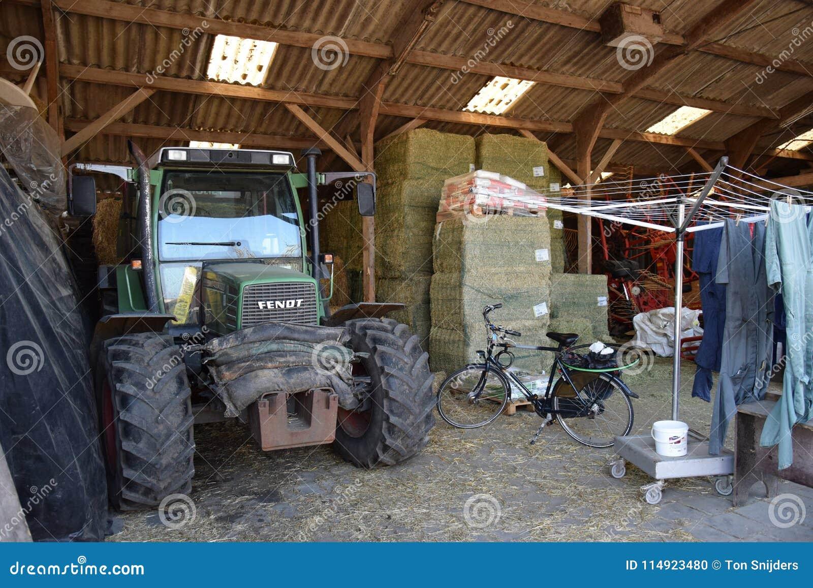 Vista interna de um celeiro dos fazendeiros