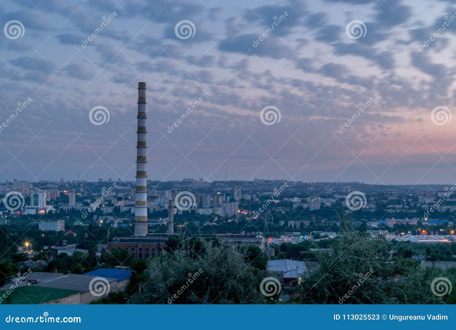 Vista a la ciudad de Chisinau durante amanecer