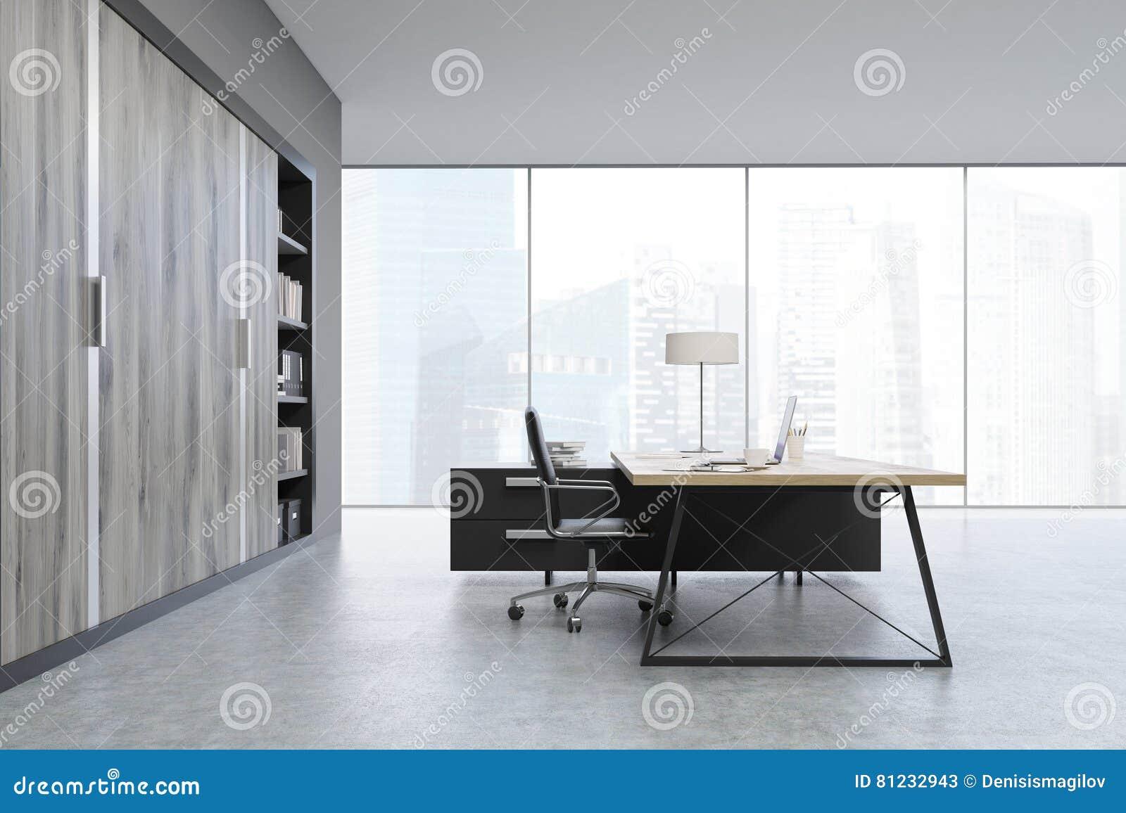 Vista lateral de una oficina del ceo con puertas de madera for Puertas para oficinas precios