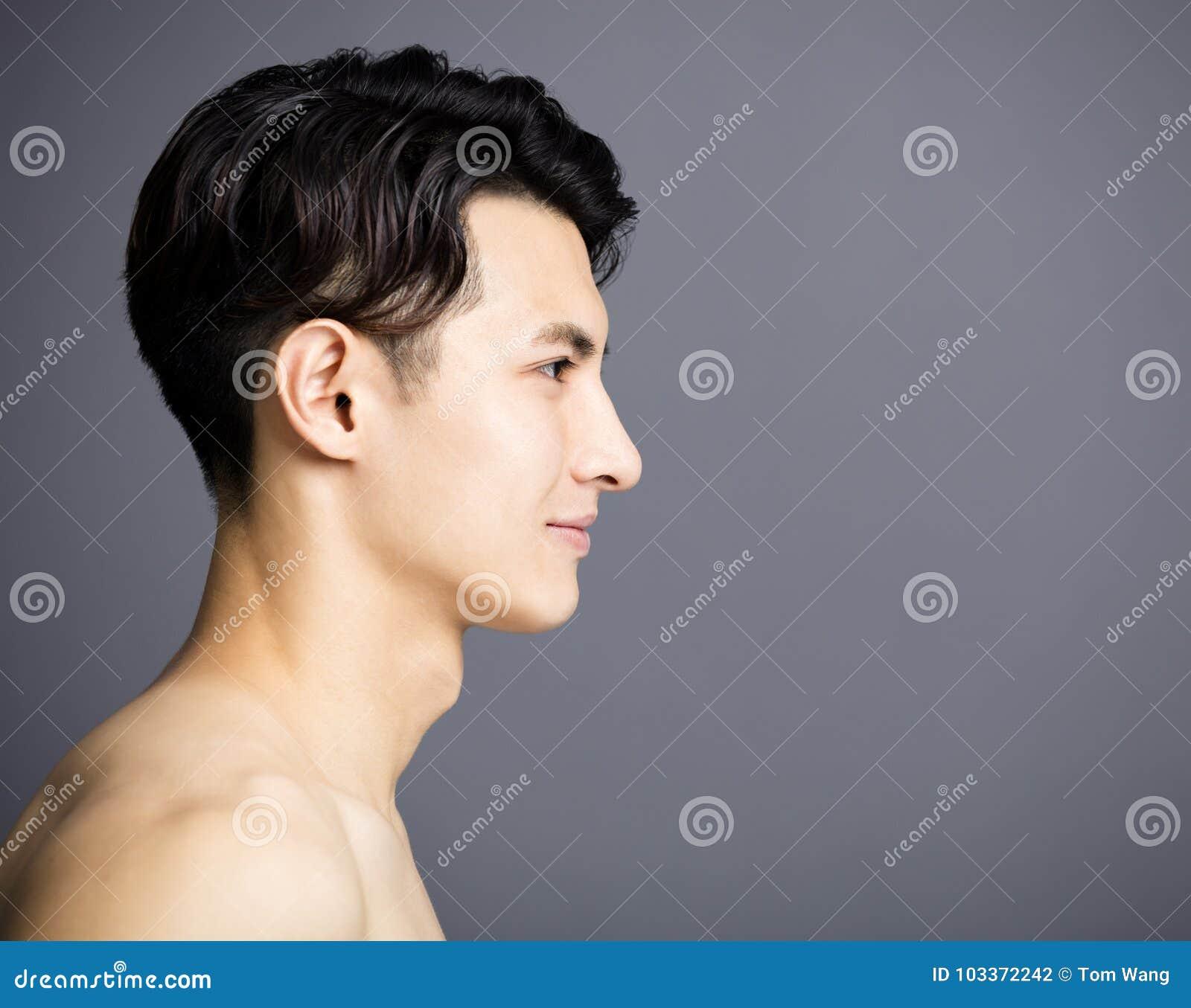 Vista laterale del fronte bello dei giovani