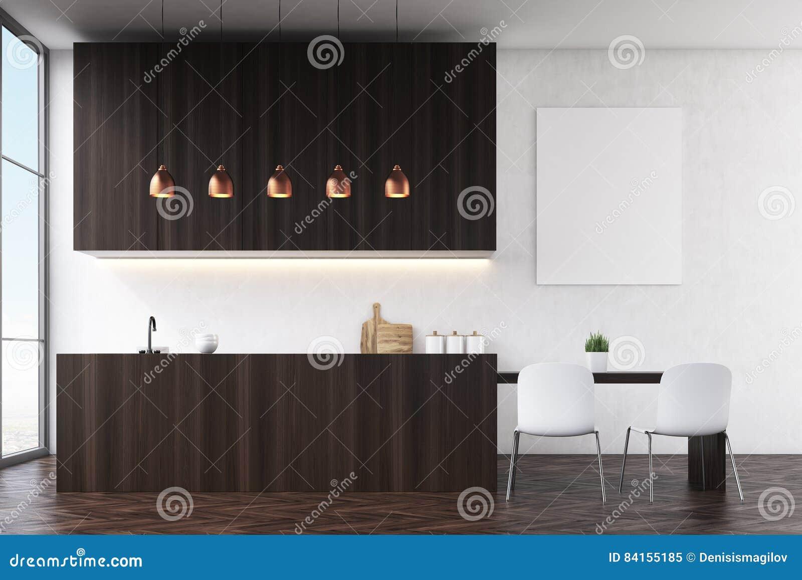 Vista laterale di una cucina con le pareti nere la for Mobilia e un insieme di