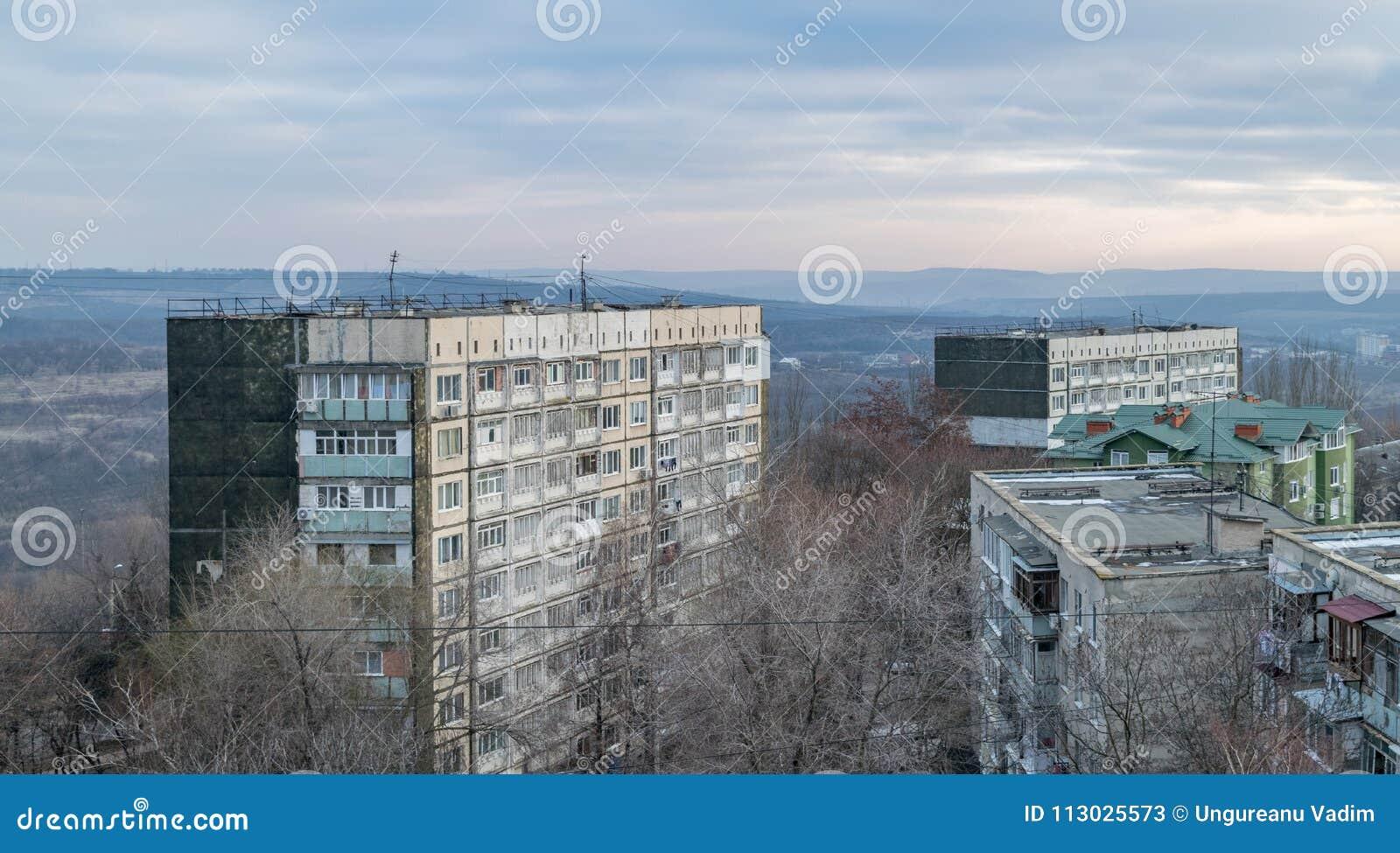 Vista a los tejados durante amanecer en Chisinau