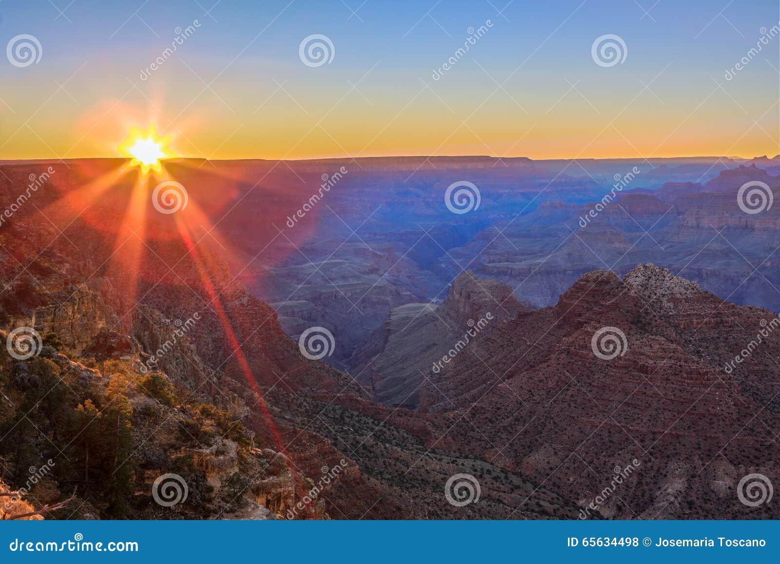 Vista majestueux de la gorge grande au crépuscule