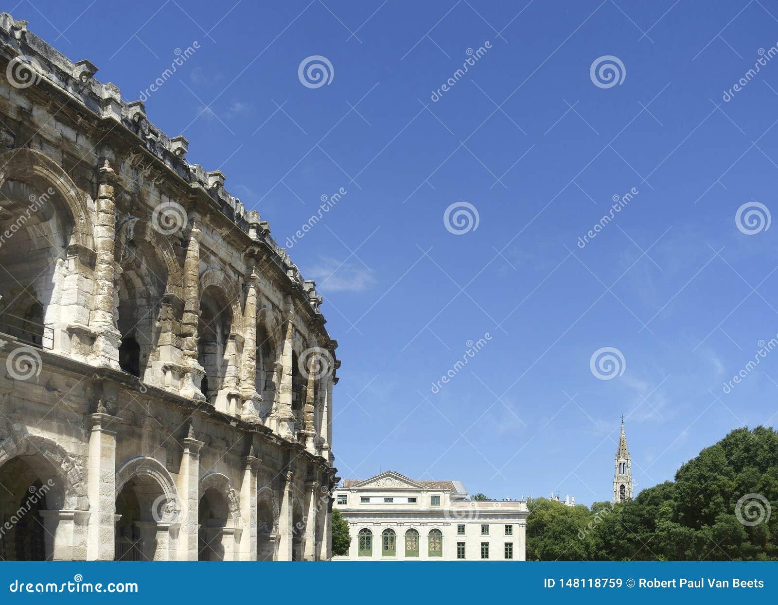 Vista na arena de Nimes, anfiteatro romano em França