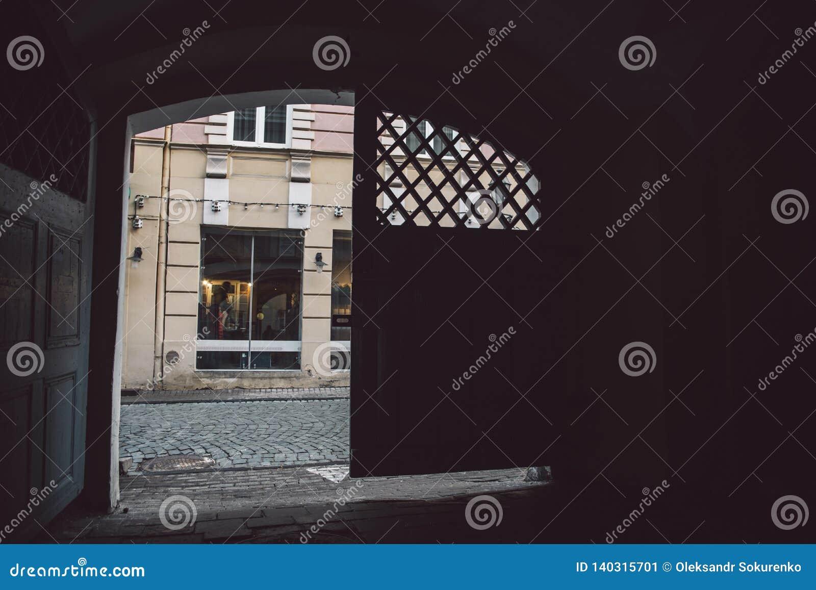 Vista na rua velha da cidade de Vilnius