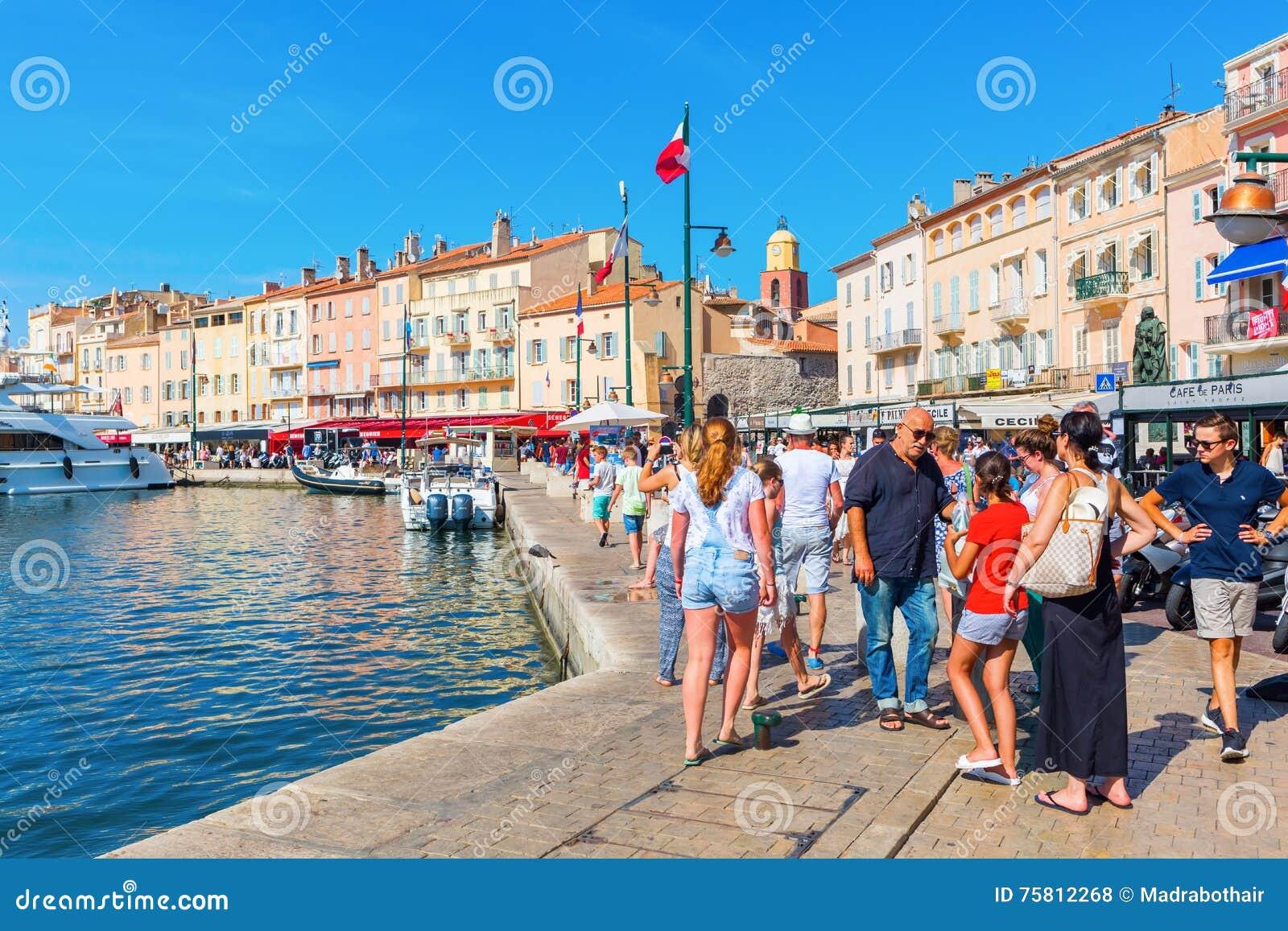 Vista nel porto di Saint Tropez, Francia