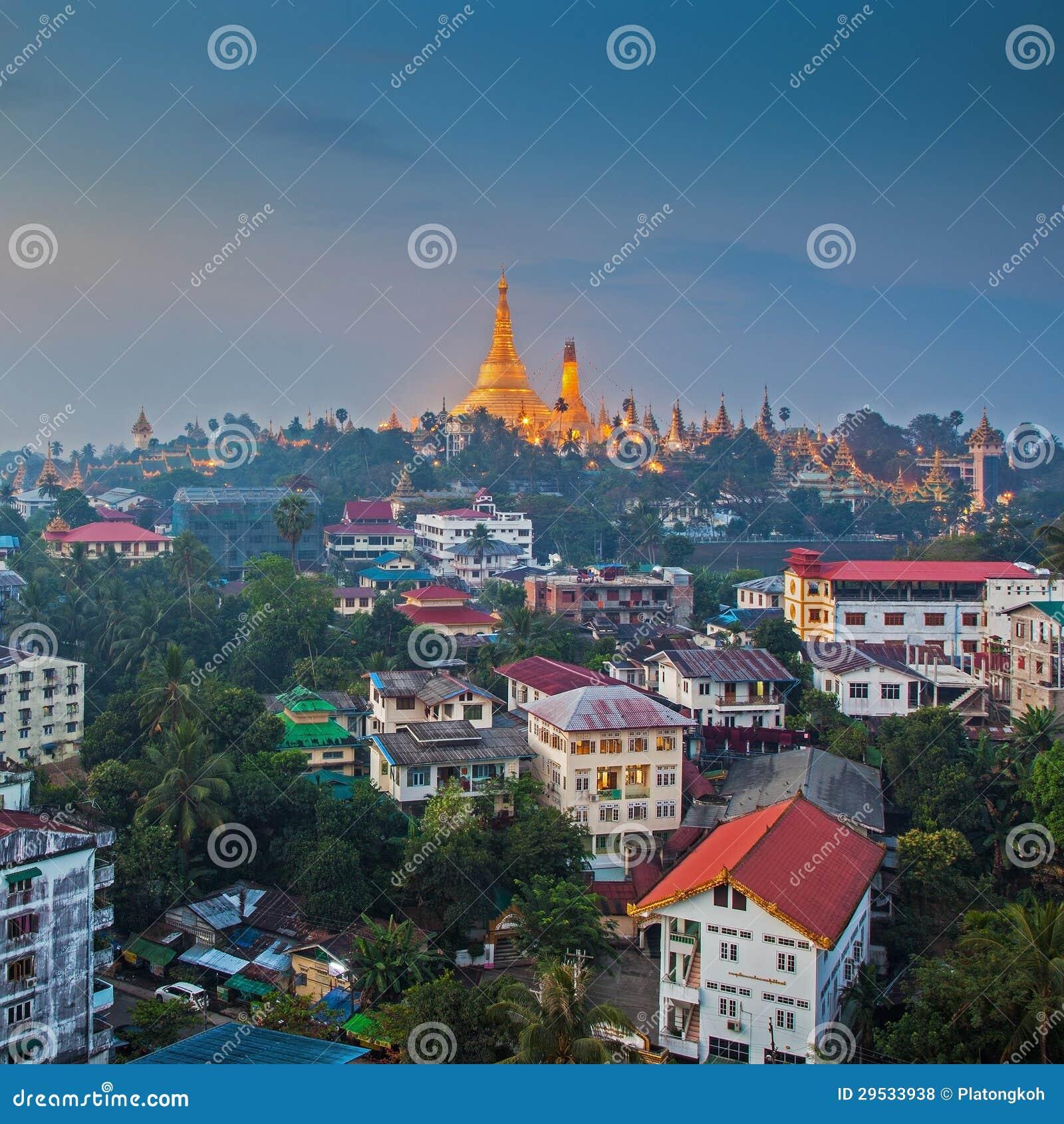 Vista no alvorecer do pagode de Shwedagon