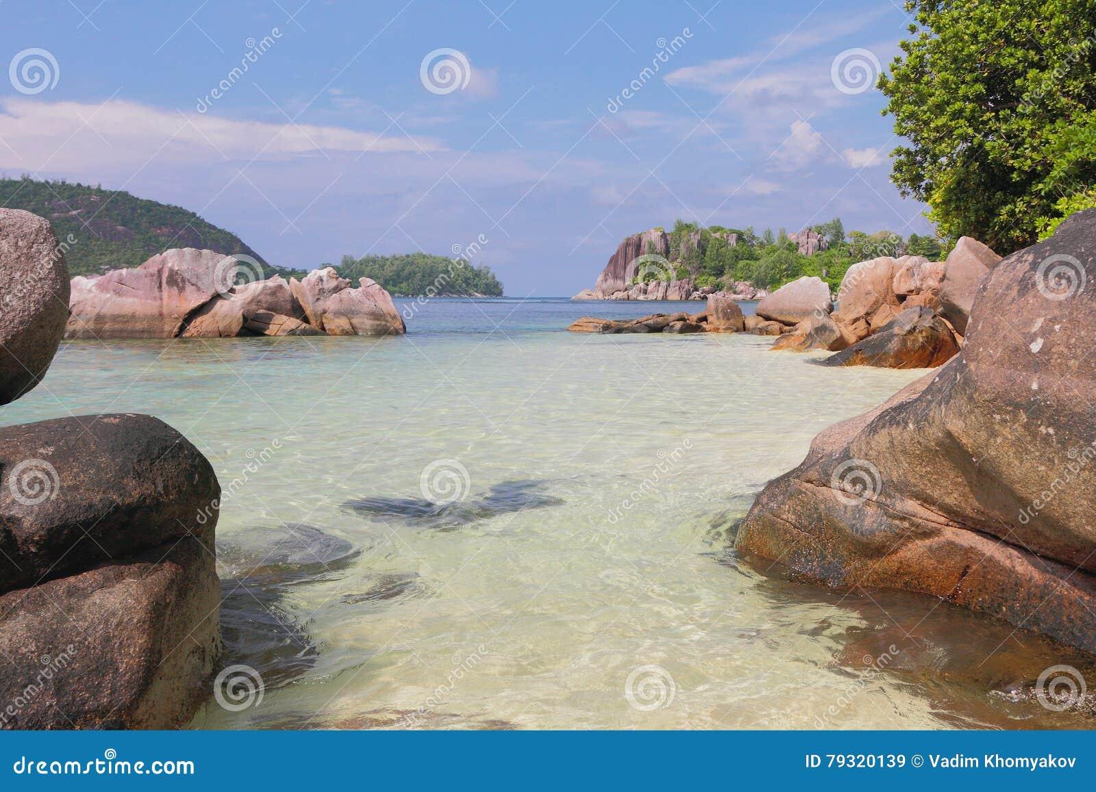 Vista no golfo Anse Islette Porto Glod, Mahe, Seychelles