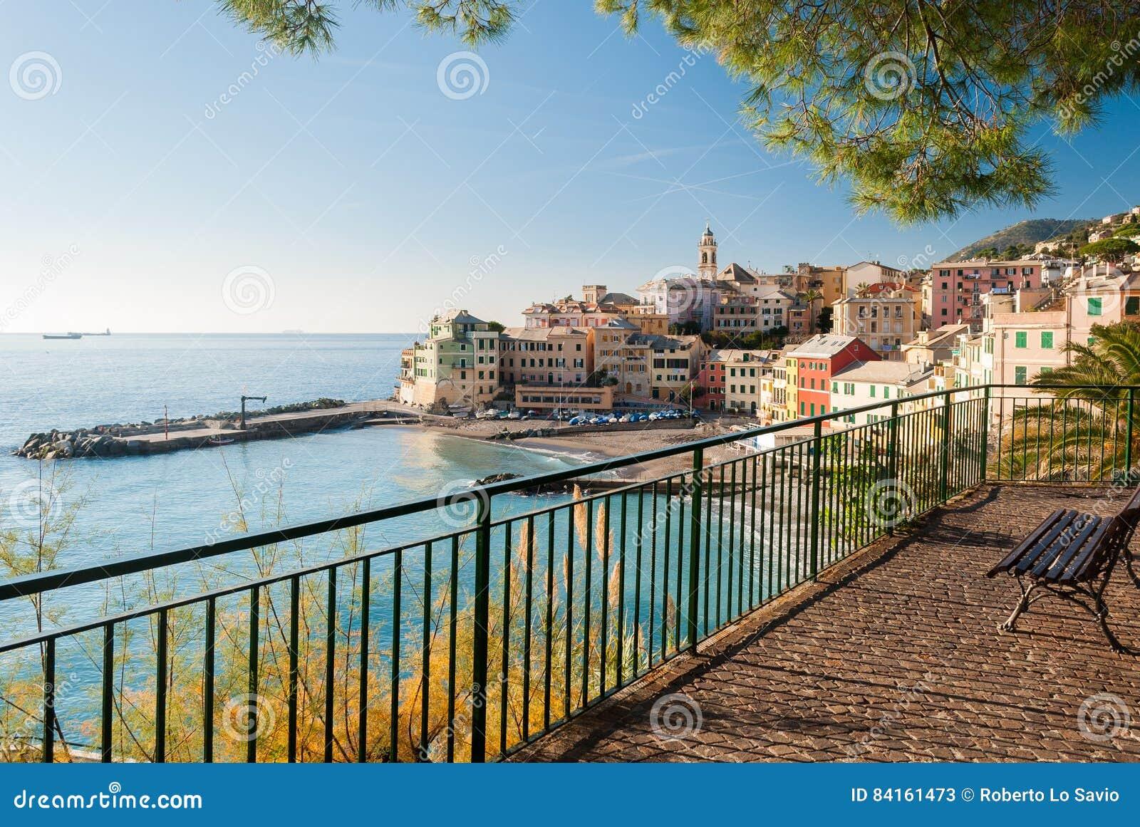 Vista panorámica de Bogliasco, pequeño pueblo del mar cerca de Génova Italia septentrional