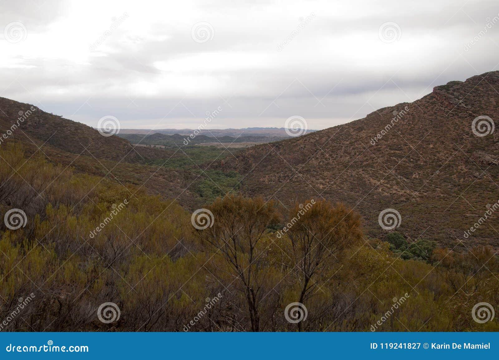Vista panorámica de la cala y del hueco de Wilpena en otoño