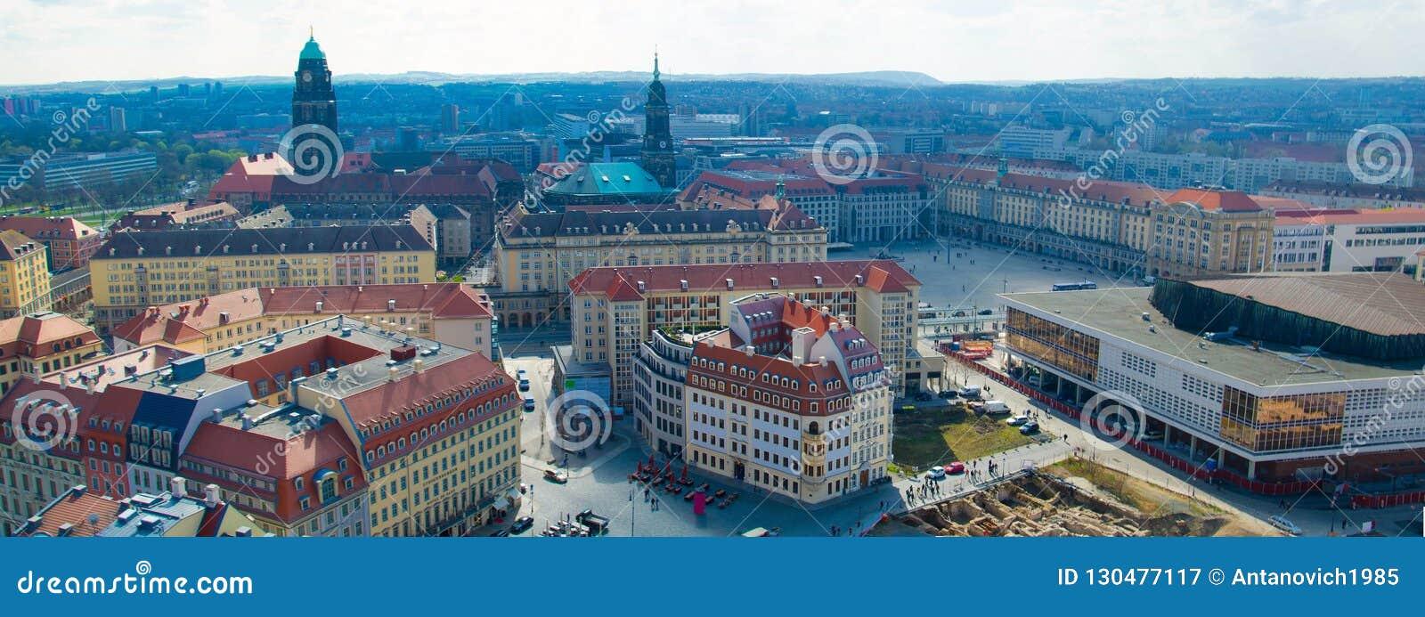 Vista panorámica de la ciudad de Dresden de la iglesia luterana, Alemania