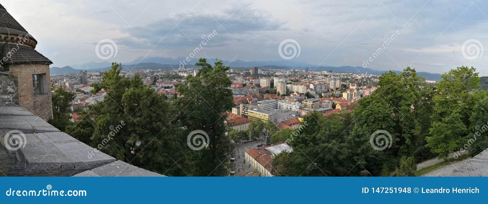 Vista panorámica de la ciudad de Ljublana del castillo