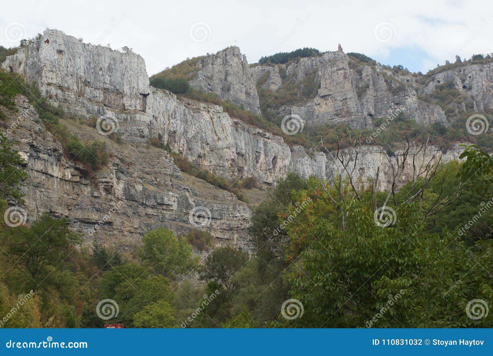 Vista panorámica de la garganta de Iskar, montañas balcánicas, Bulgaria