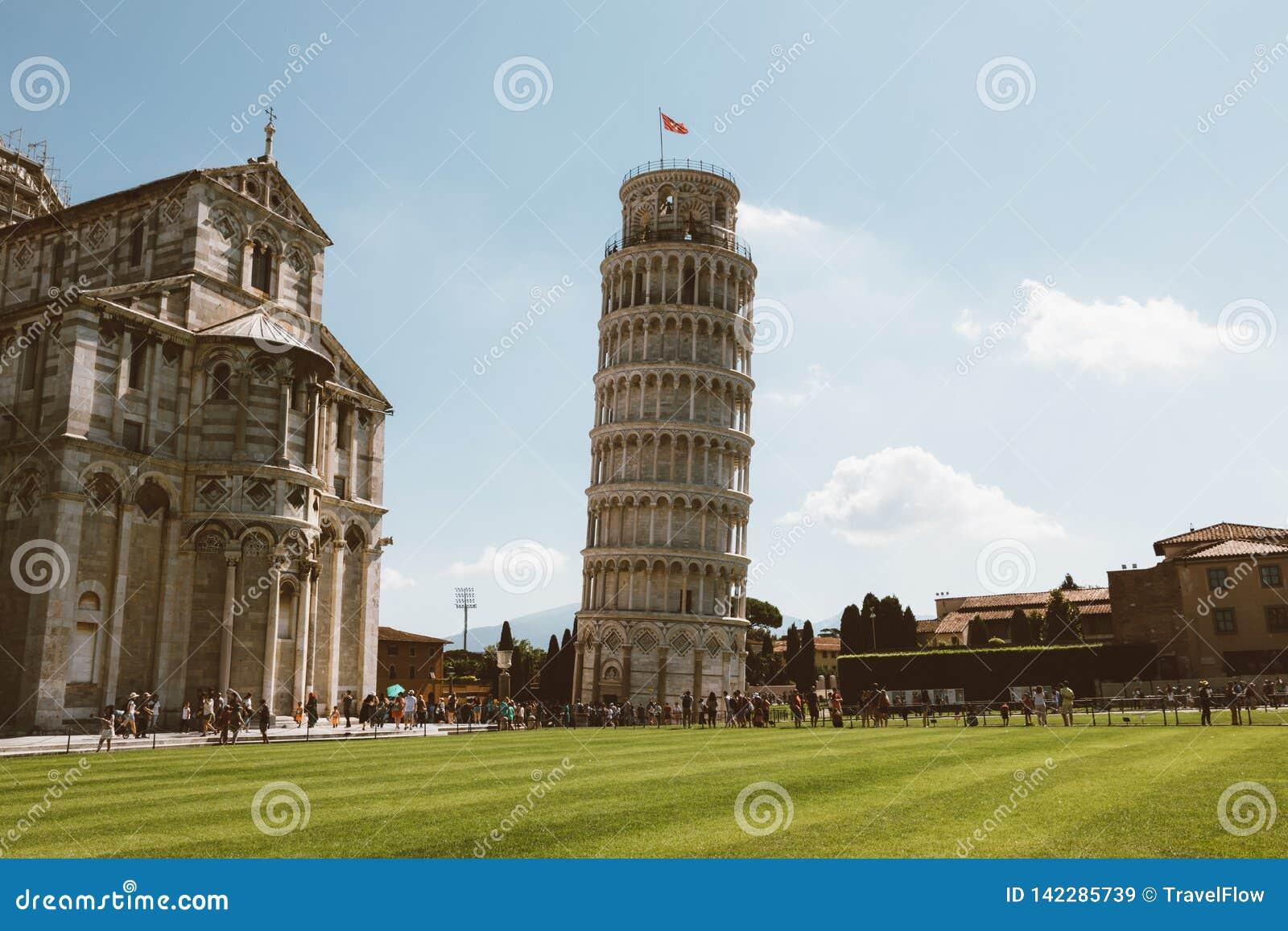 Vista Panoramica De La Torre Inclinada De Pisa O De La Torre De Pisa