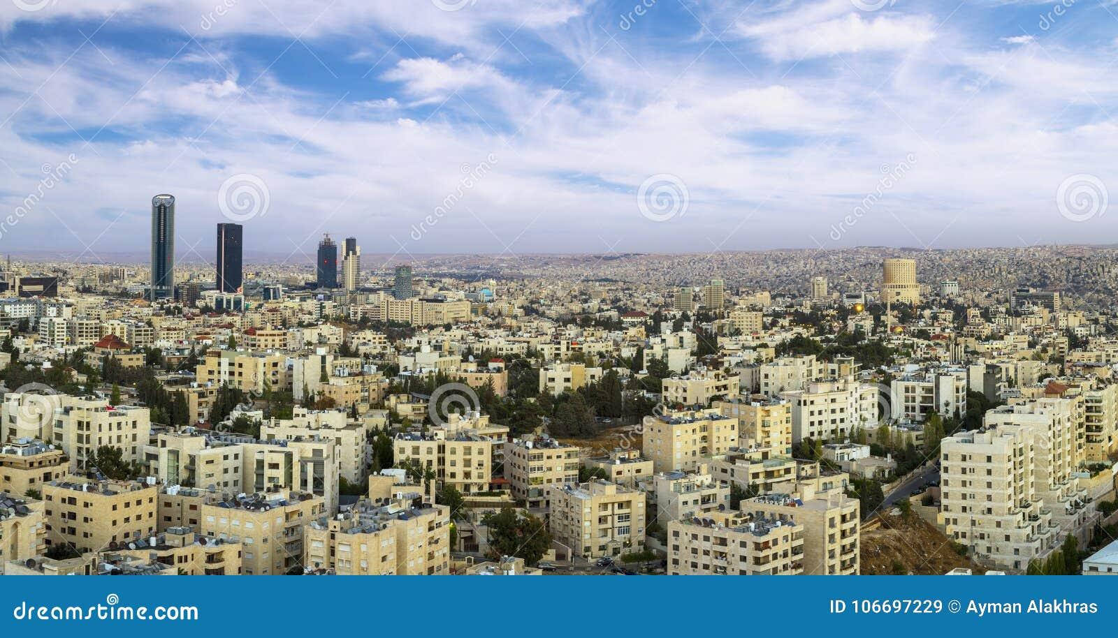 Vista Panorámica De Los Edificios Modernos De Amman En El Nuevo ...