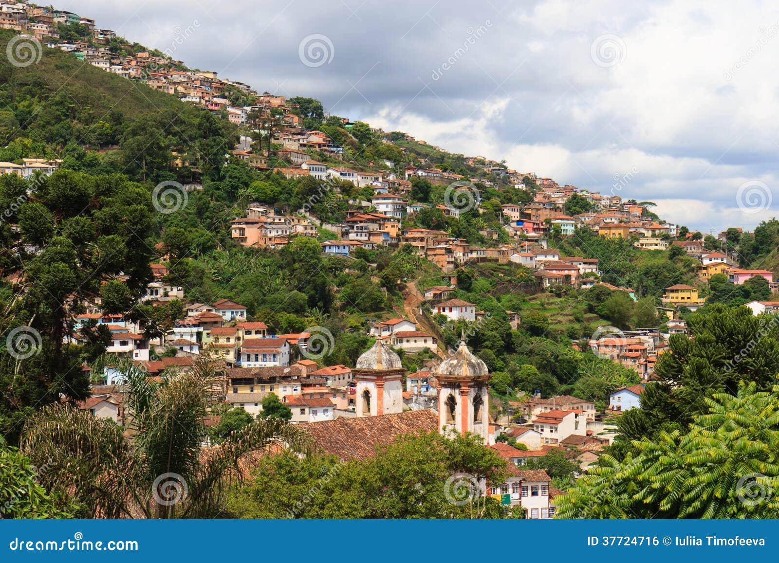 Vista panorámica de Ouro Preto en el Brasil