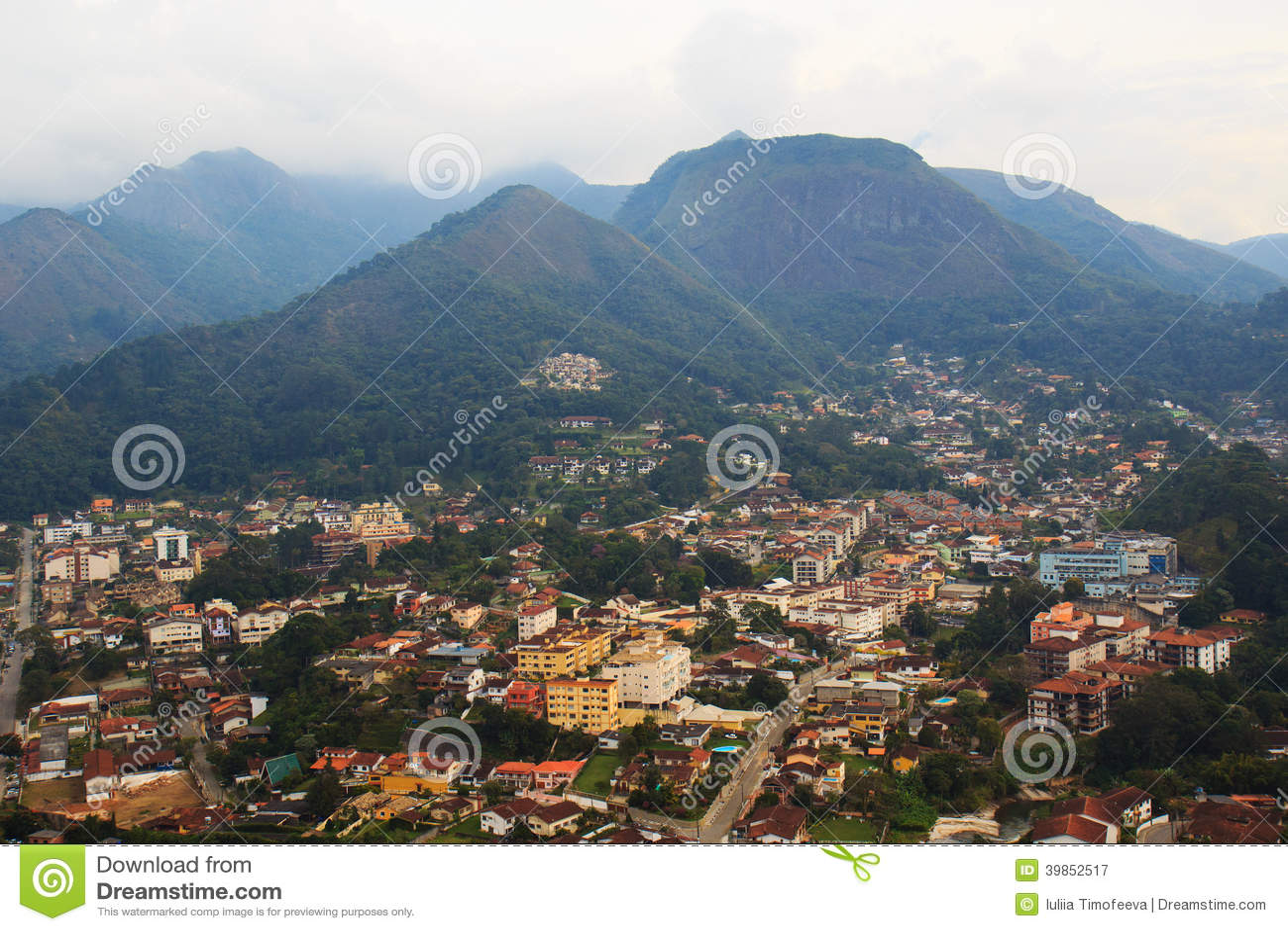 Vista panorámica de Teresopolis, el Brasil