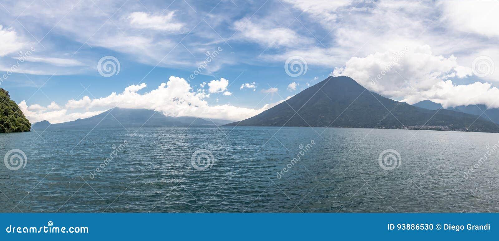 Vista Panorámica Del Lago Atitlan Y San Pedro Volcano - San Marcos ...