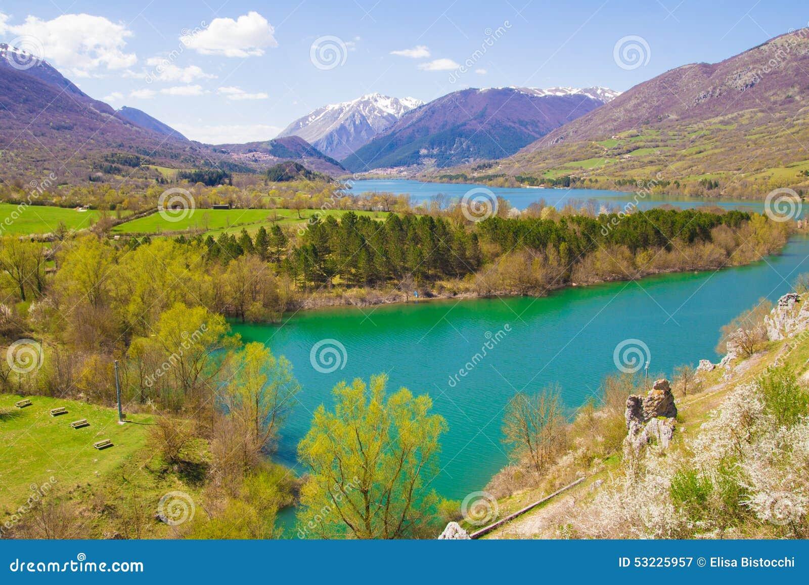 Vista panorámica del lago Barrea