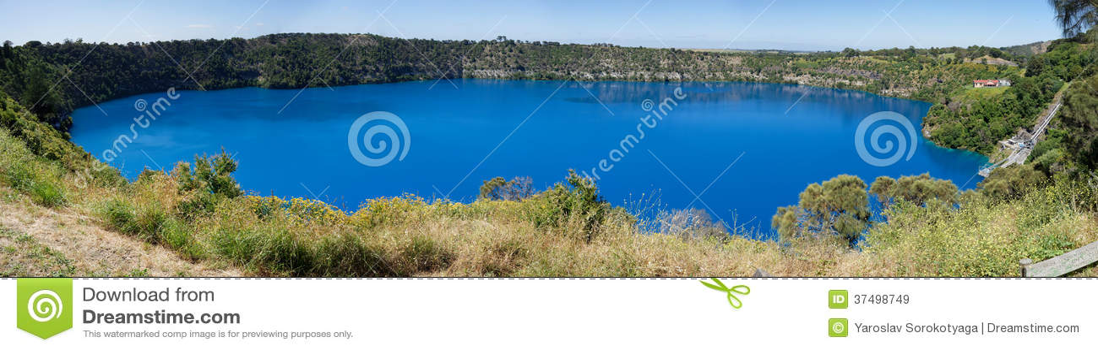 Vista panorâmica azul do lago, montagem Gambier, Sul da Austrália