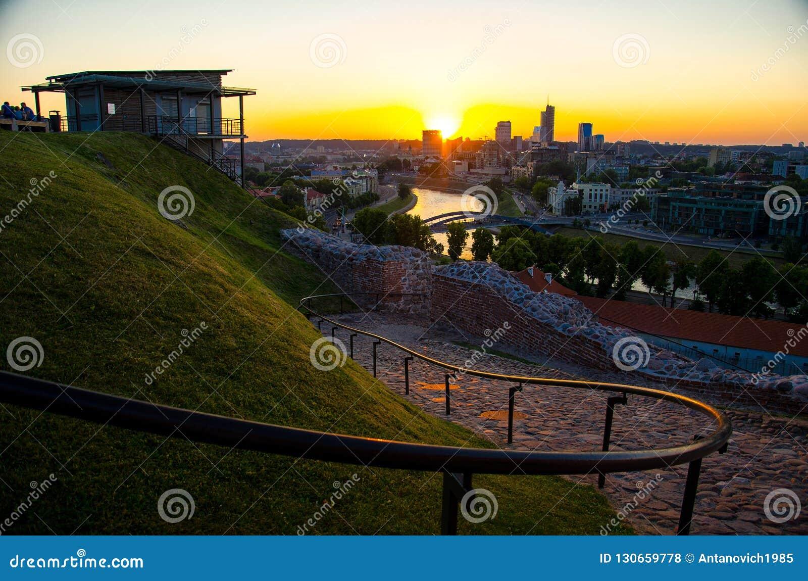 Vista panorâmica da cidade do negócio de Vilnius, Lituânia
