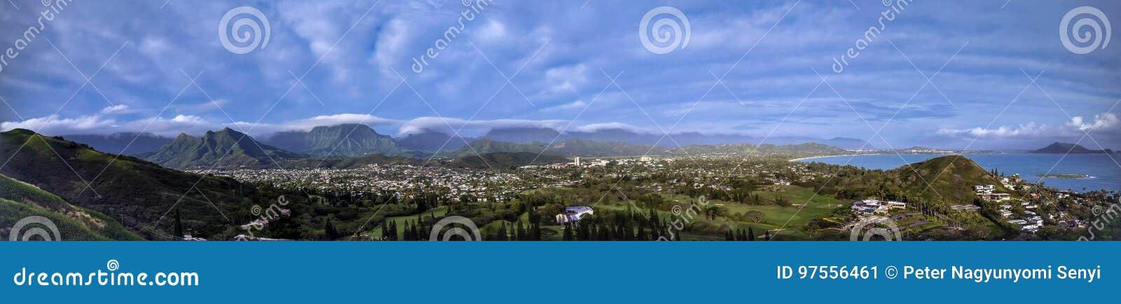 A vista panorâmica da praia de Lanikai, Oahu, Havaí das caixinhas de comprimidos caminha