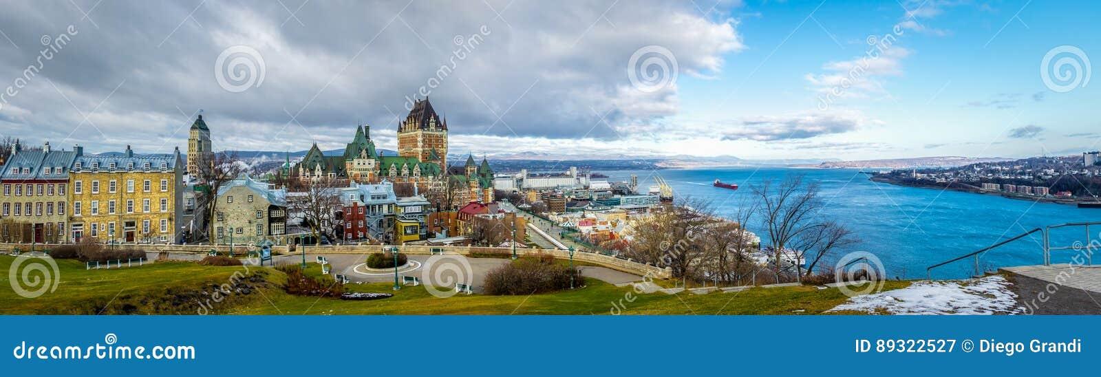 Vista panorâmica da skyline de Cidade de Quebec com castelo Frontenac e Rio São Lourenço - Cidade de Quebec, Quebeque, Canadá