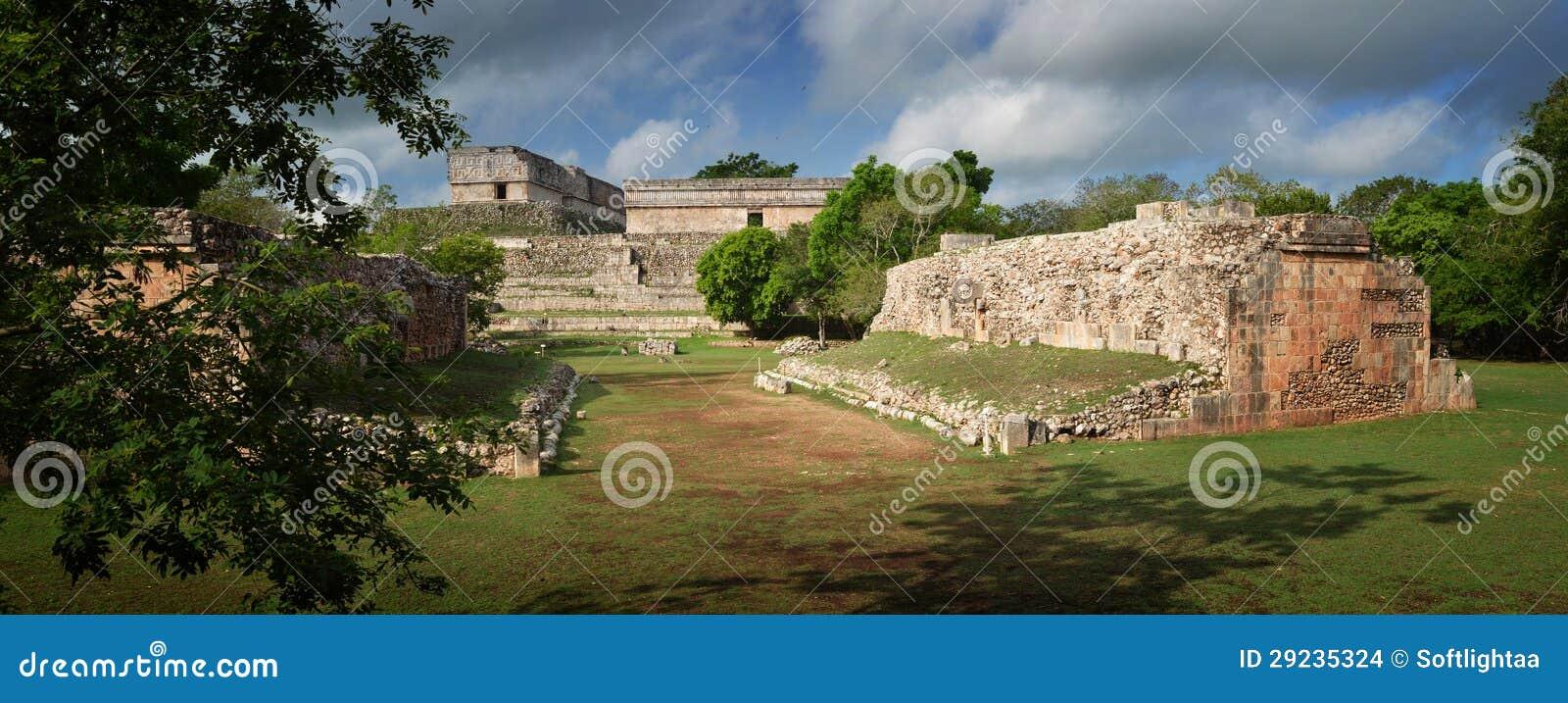 Download Vista Panorâmica Das Ruínas Das Pirâmides Maias Em Uxmal Foto de Stock - Imagem de famoso, civilização: 29235324