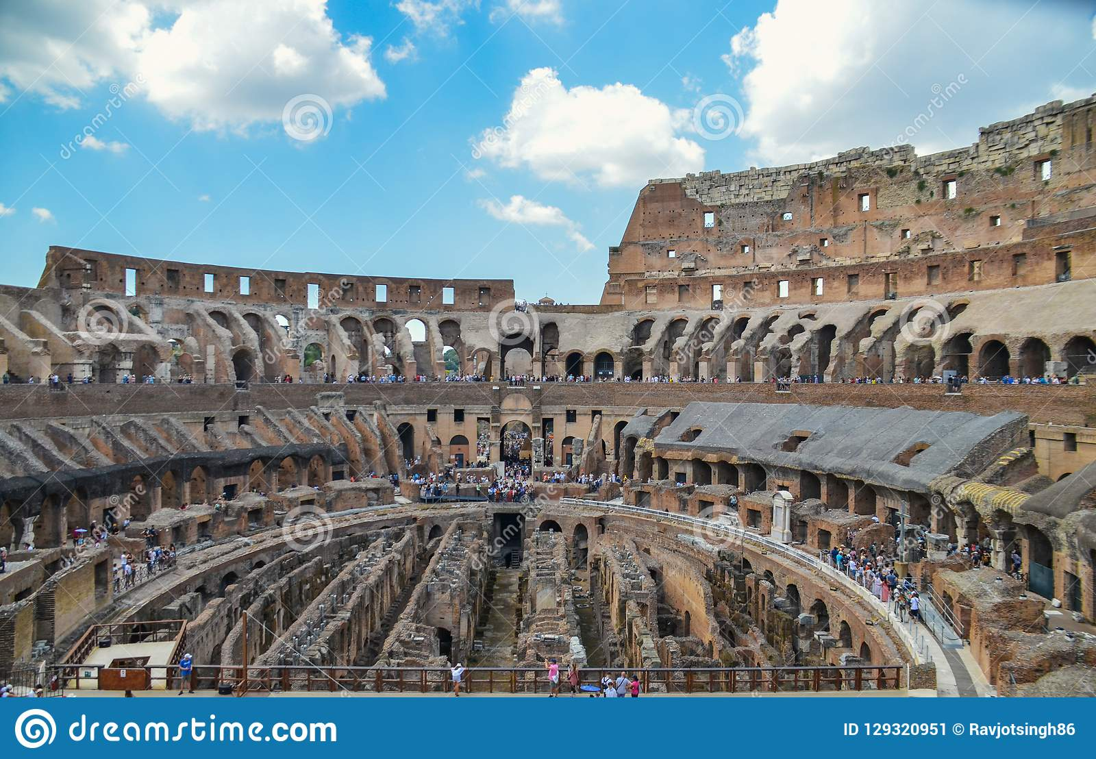 Vista panorâmica de Colosseum- igualmente conhecida como Flavian Amphitheater, o marco o mais notável no centro da cidade, Roma I