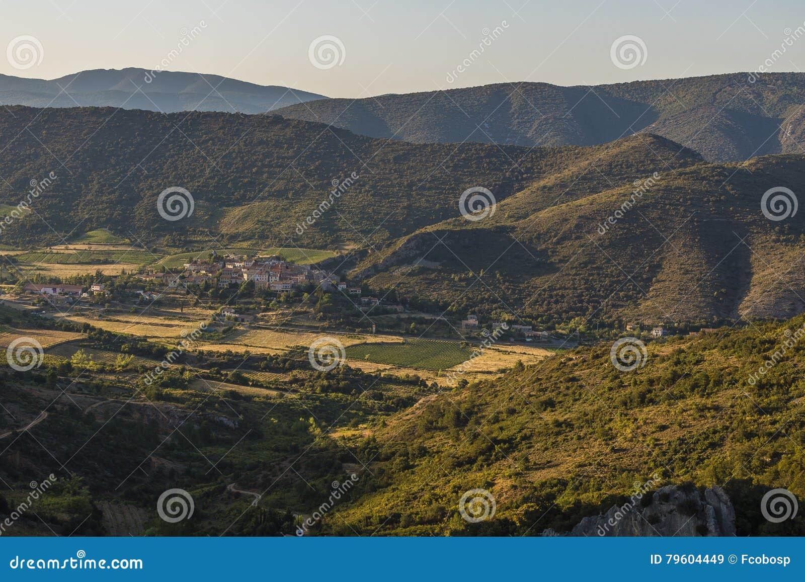Vista panorâmica de Cucugnan, França