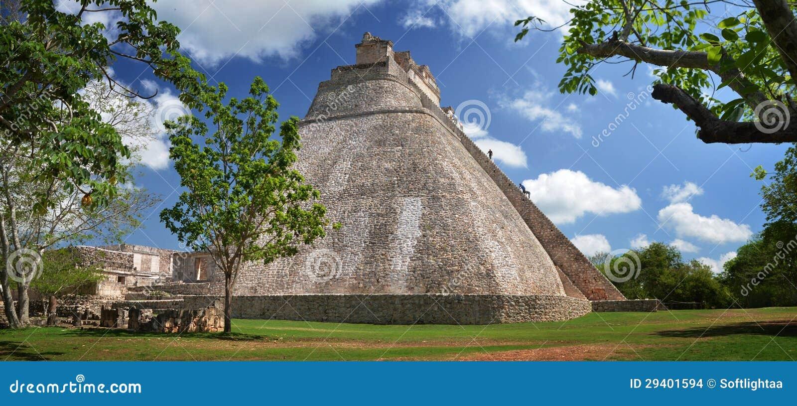 Vista panorâmica de uma da pirâmide a mais bonita e a mais alta dentro